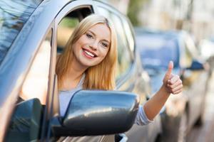 Девушка в автошколе