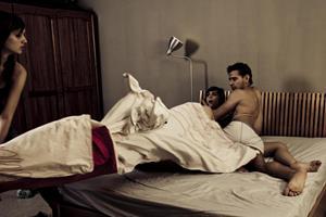 Застать в постели