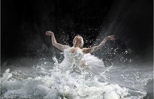 Танцует на воде