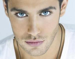 Парень с голубыми глазами