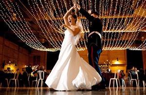 Танцевать на свадьбе