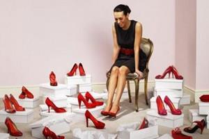 Несколько красных туфель