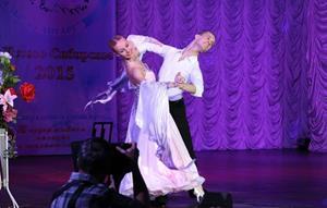 Танцевать на сцене
