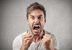 Человек злится