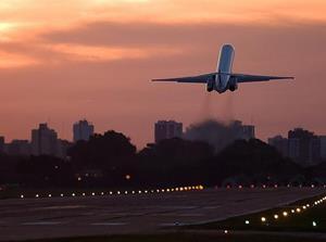 Взлетать на самолете