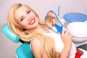 Девушка в стоматологическом кабинете