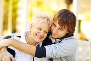 Взрослая женщина с сыном