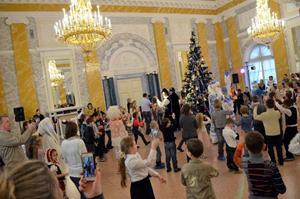 Танцы во дворце