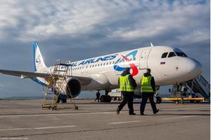 Самолёт готовят к полёту