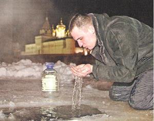 Сам пьёт воду