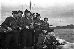 Военные на море