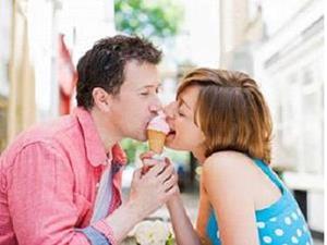 Вместе ели мороженое