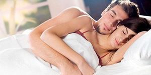 С мужчиной в постеле