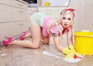 Мыть полы в собственном доме