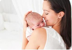 Новорожденная на руках