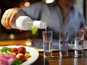 Наливать водку