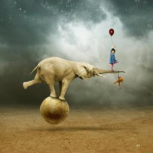 Слон на надувном шаре
