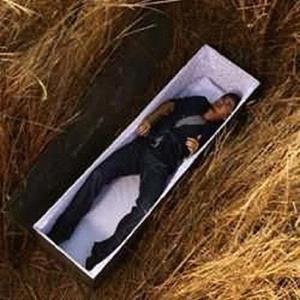 Живой покойник в гробу