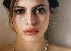 Слёзы из-за несчастливой любви
