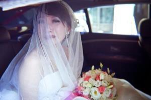 Невеста в слезах