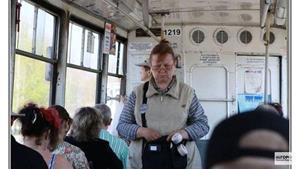 Кондуктор в трамвае