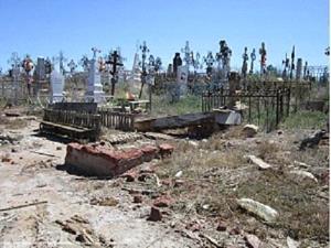 Земля на кладбище