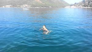 Плавание в море
