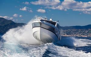 Яхта на волне