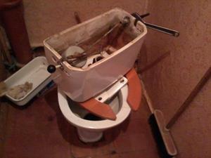 Сломанный туалет
