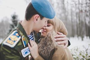 Любовь к военному