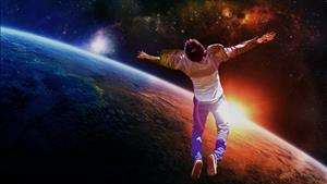 Летать в космосе