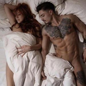 Любовник в постели