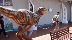 Динозавр из материала