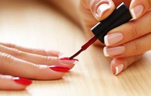 Красить ногти