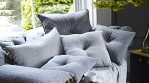Подушка на диване
