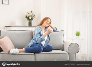 Пить кофе на диване